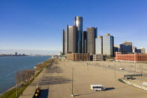 18-11-2020 - Detroit, USA. Empty parking lots General Motors HQ during the coronavirus pandemic. Most of GM salaried employees are working from home until some time in 2021. Downtown hotels, such as the Marriott H... © Jim West