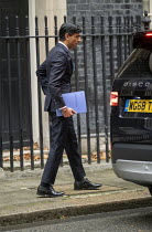 25-11-2020 - Rishi Sunak Spending Review, leaving No 11 Downing Street, Westminster, London © Jess Hurd