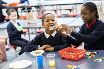 27-11-2020 - Breakfast Club, Lansbury Lawrence Primary School during Covid pandemic lockdown, Poplar, East London © Jess Hurd