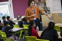 27-11-2020 - Teacher and pupils, class, Lansbury Lawrence Primary School during Covid pandemic lockdown, Poplar, East London. © Jess Hurd