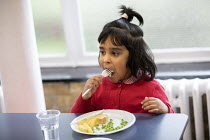 27-11-2020 - Dinner time, Lansbury Lawrence Primary School during Covid pandemic lockdown, Poplar, East London. © Jess Hurd
