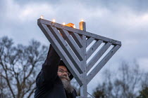 13-12-2020 - Michigan, USA. Car Top Menorah Parade, fourth night of Hanukkah. Kindling the menorah © Jim West