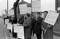 22-10-1970 - DATA members strike picket, 1970, Aeronautical and General Instruments (AGI), Croydon over trade union agreements © NLA
