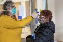 27-02-2021 - Detroit, USA: Woman's temperature being taken before entering Detroit Health Department weekend community clinic for vaccination against the coronavirus © Jim West