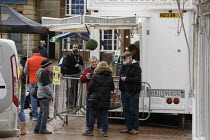 19-03-2021 - Customers qeueuing for food, Hot Dog and Burger stall, Market Place, Banbury © John Harris